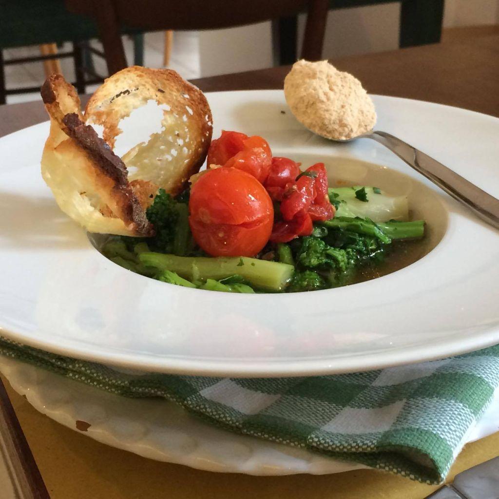 Cime di rapa stufate in brodetto e polvere di farinella - Stefano d'Onghia, patron e chef di Osteria Botteghe antiche a Putignano