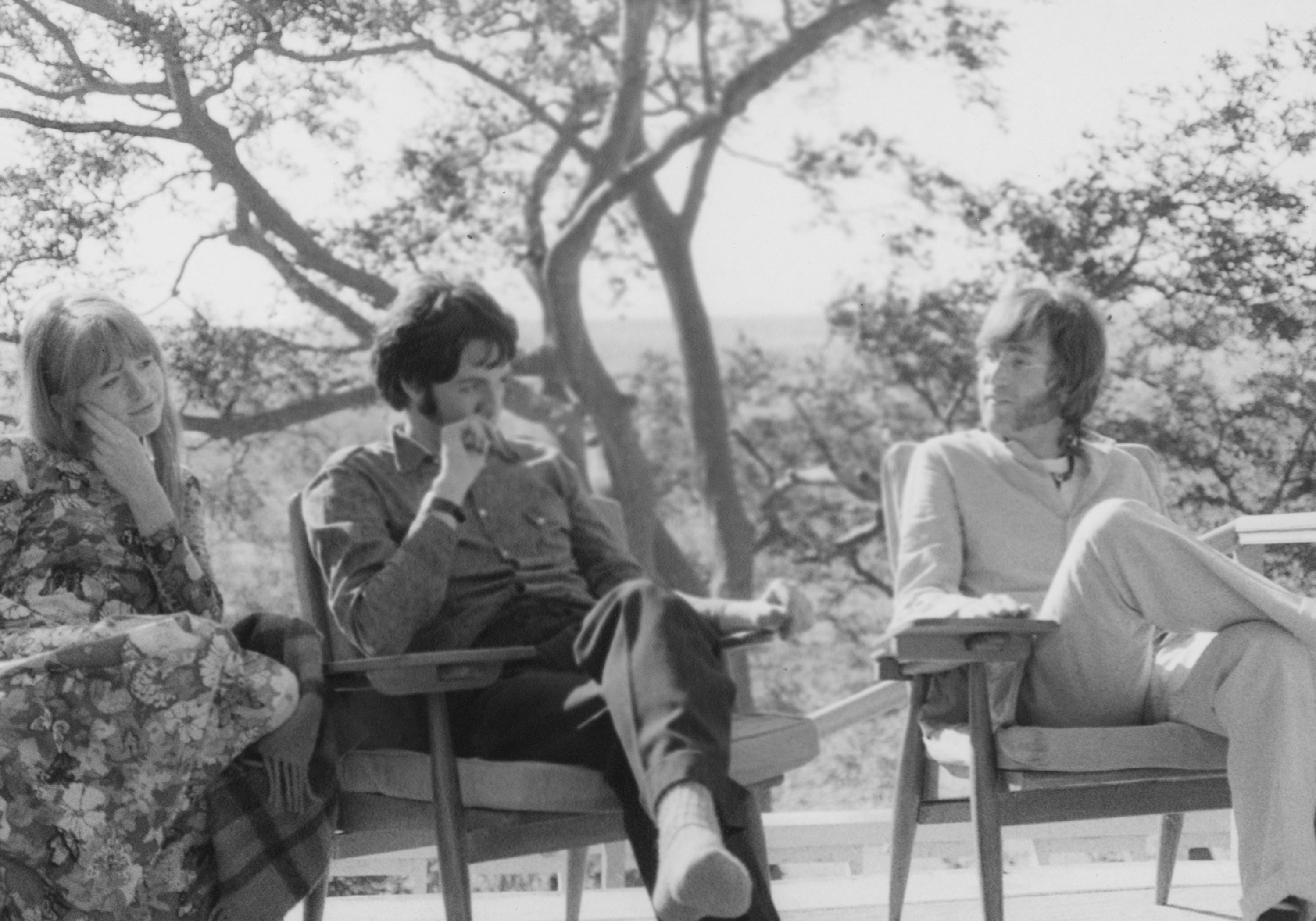 PATTIE BOYD Jane Asher, Paul and John in discussion. 1968,