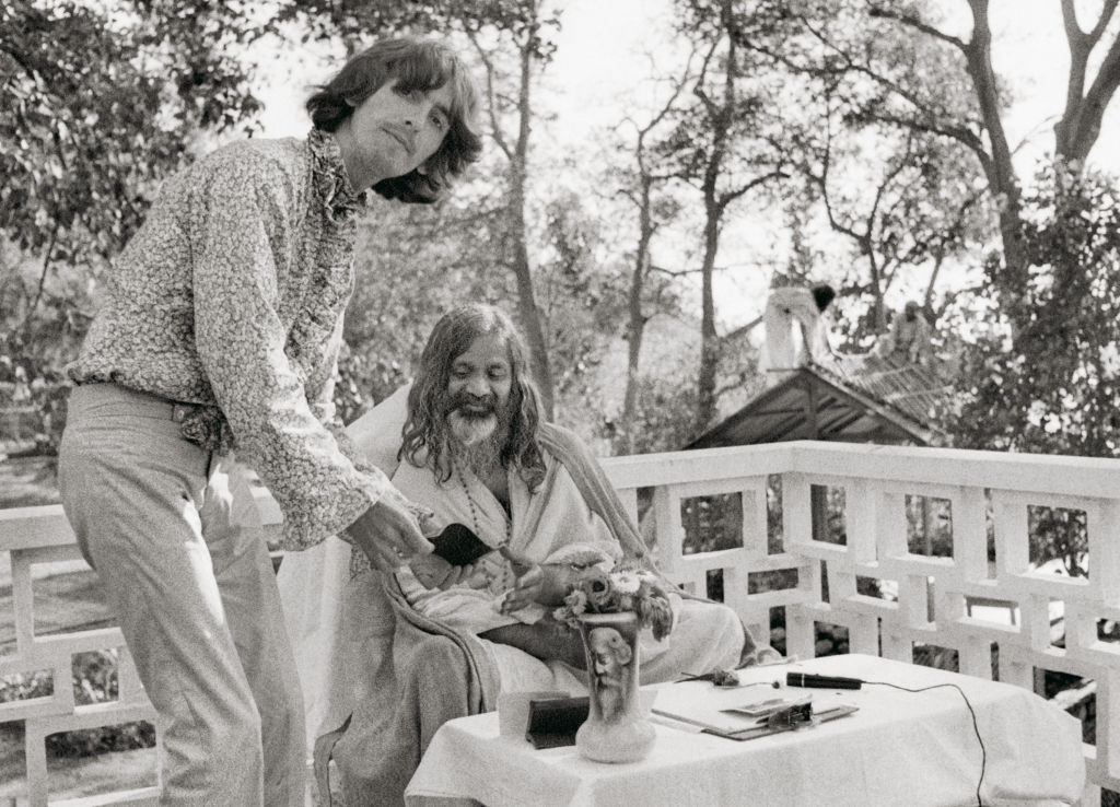 PATTIE-BOYD-Paul-recording-his-experiences-in-Rishikesh-India-1968