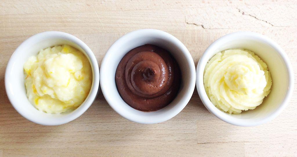 Tre tipi di crema. A partire da sinistra: crema al latte di riso con zafferano e arancia, crema pasticciera al cioccolato 72%, crema pasticciera senza glutine.