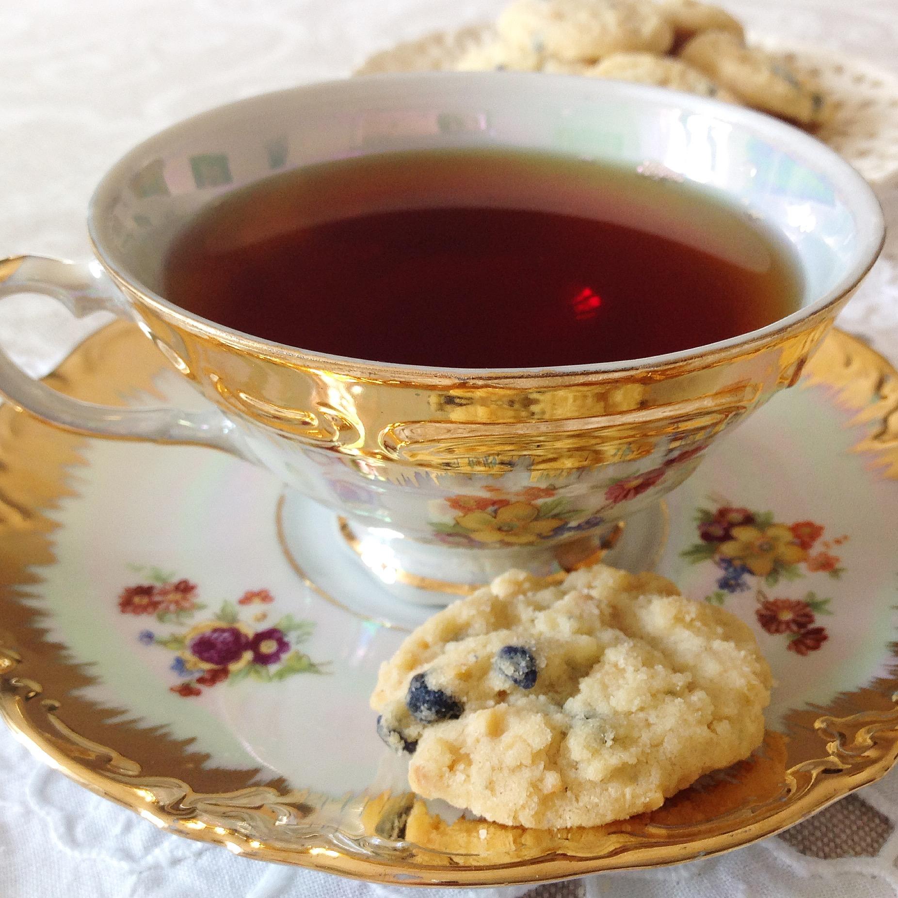 biscotti al burro e violette