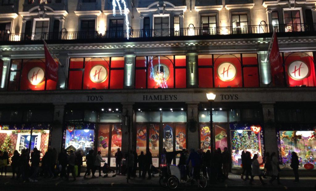 Hamley's (188-196 Regent Street) da 250 anni il negozio di giocattoli più famoso del mondo